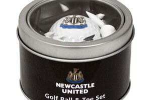 Lot balle et tee de la collection Premier Licensing Newcastle United